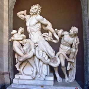 """Скульптура """"Лаокоон и его сыновья"""" в музее Пио-Клементино"""