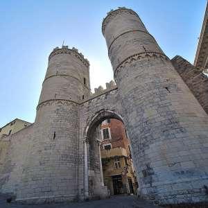 Средневековые ворота Генуи