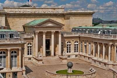Внутренний двор Бурбонского дворца