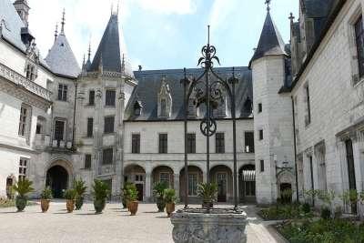 Внутренний двор замка Шомон