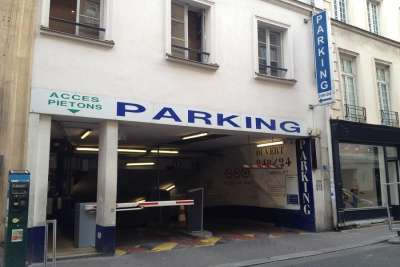 Въезд на подземный паркинг
