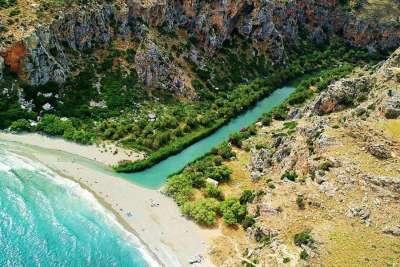 Горная река и пляж