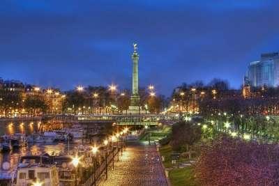 Площадь Бастилии ночью