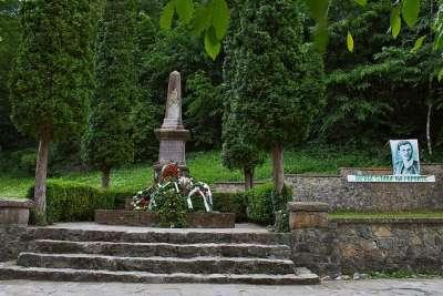 Бенковски монумент