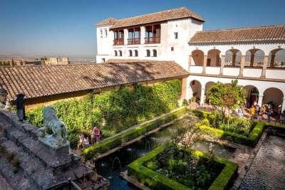 Внутренний двор Альгамбры