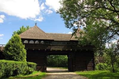 Древние постройки на Ледницком острове