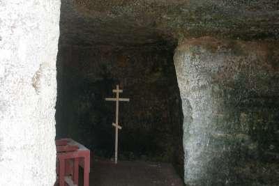 Скальная церковь в пещере