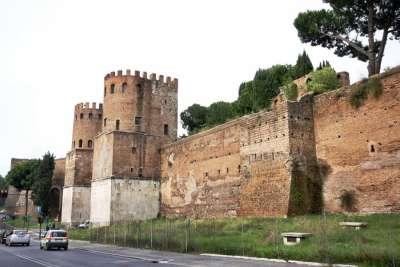 Стены Порта Сан-Себастьяно