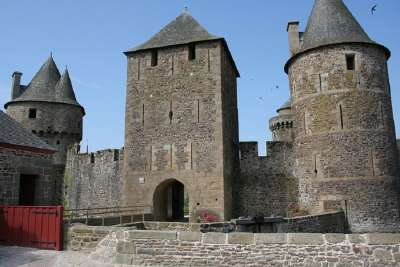 Башни замка Фужер