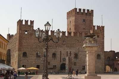 Замок Маростики