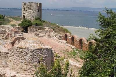 Руины древней крепости в Обзоре