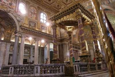 Алтарь церкви