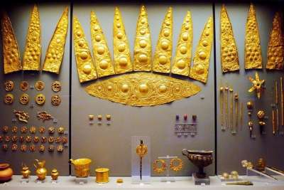 Золотые предметы из Клада Приама