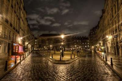 Площадь Дофина ночью