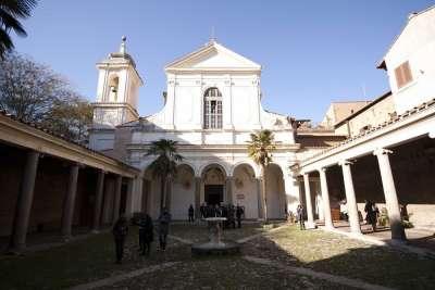 Внутренний двор церкви