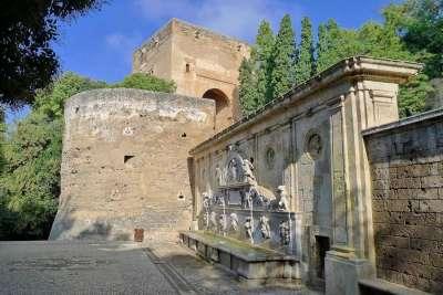 Стены Альгамбры