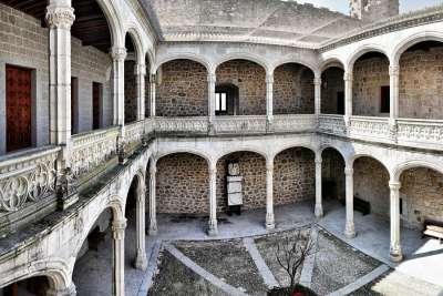 Внутренний двор замка Мансанарес