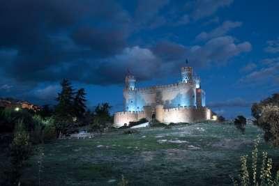 Замок Мансанарес ночью