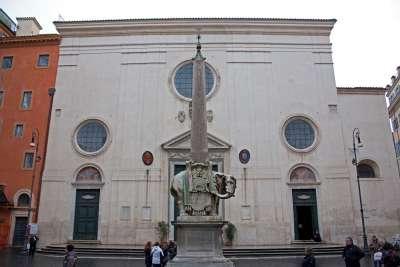 Обелиск и церковь Сопра Минерва