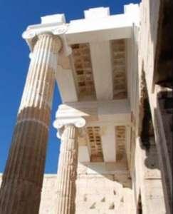 Пропилеи Афинского Акрополя после реставрации в 2009 году