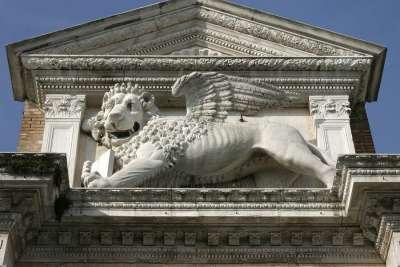 Венецианский Арсенал. Статуя льва