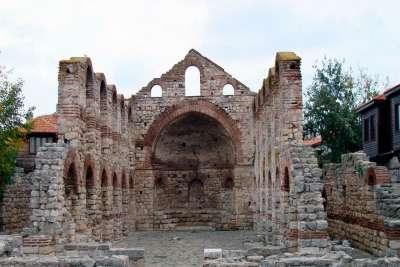 Руины древнего храма. Несебра, Болгария