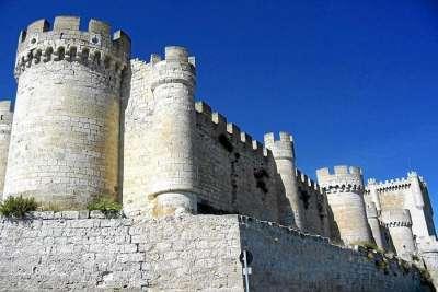 Стены замка Пеньяфиель