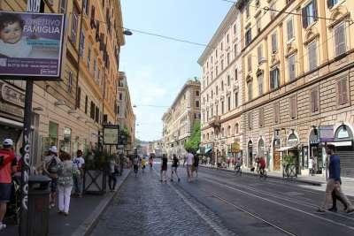 Шоппинг улица Cola di Rienzo в Ватикане