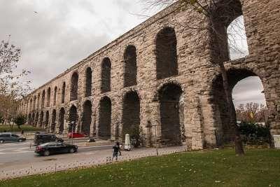 Древний акведук в Стамбуле