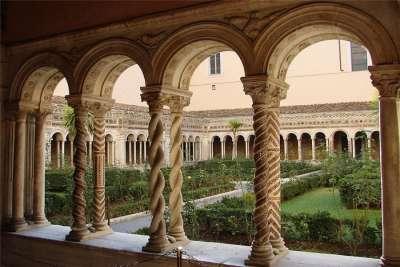Внутренний двор собора