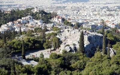 Холм Ареопаг. Вид из Акрополя