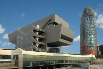 Башня Агбар и музей Дизайна
