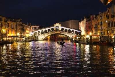 Вид на ночной мост