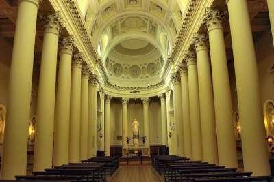 Внутренний интерьер базилики