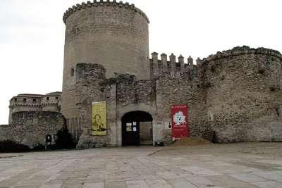 Вход в замок-