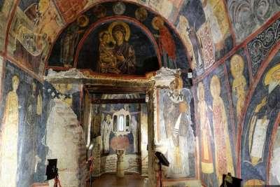 Церковь в Бояне. Вид внутри