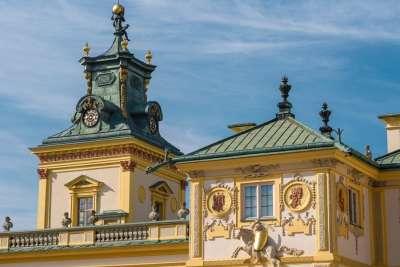 Барельеф на станах дворца