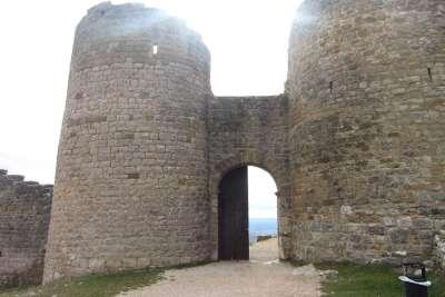 Башни и вход в замок