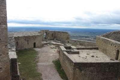 Прогулка по территории замка