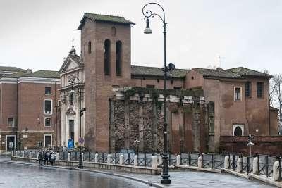 Церковь Сан-Никола-ин-Карчере
