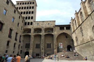 Королевский дворец в Барселоне. Вид с внутреннего двора