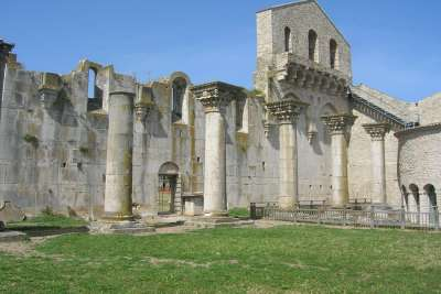 Руины церкви в Венозе