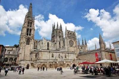 Кафедральный собор и площадь Санта Мария