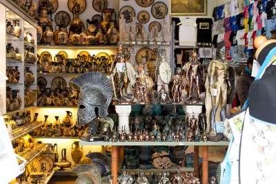Магазин с сувенирами в Греции