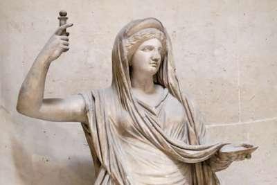 Статуя богини Геры
