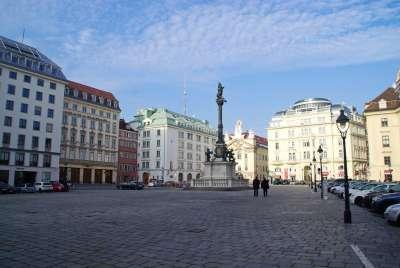 Одна из красивейших площадей в Вене