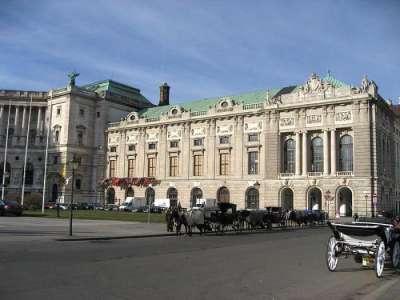Музей и конюшни