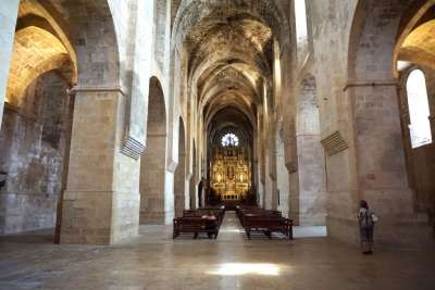 Монастырь Сантес-Креус внутри. Испания