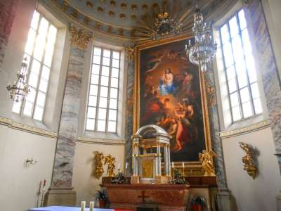 Алтарь с изображением Богоматери и девяти ангельских хоров