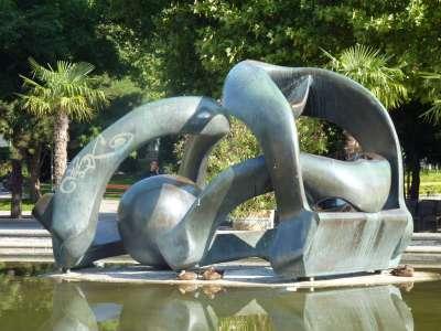 Cкульптурная группа «Своды холма» (Hill Arches) Генри Мура (Henry Moore)